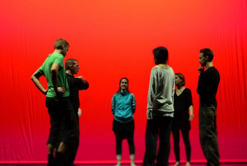 Davide Iodice in prova con il gruppo di performer svedesi