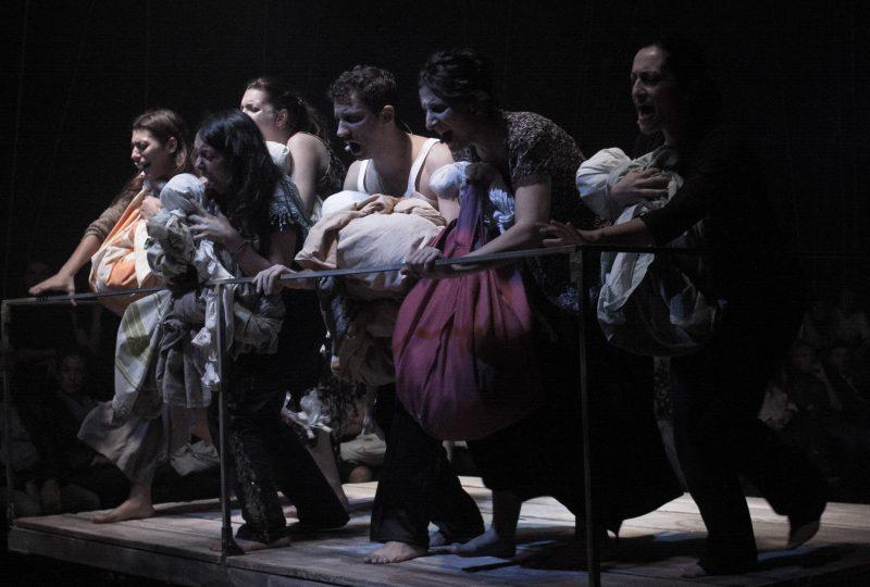 Una scena di Kater I Rades, Foto Tea Primiterra, regia Salvatore Tramacere
