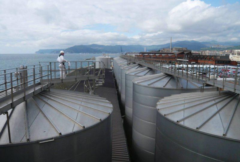 Depositi Costieri Savona silo P1000840