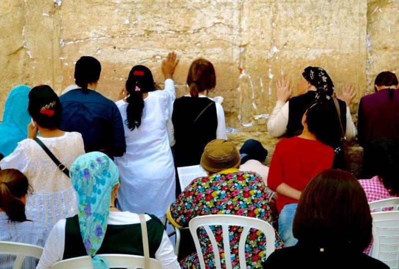 Donne in preghiera davanti al Muro del Pianto. foto di Ludovica Amici