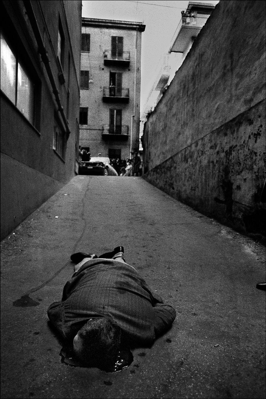 È  stato ucciso mentre andava in garage a prendere la macchina Palermo, 1976 - Courtesy Letizia Battaglia