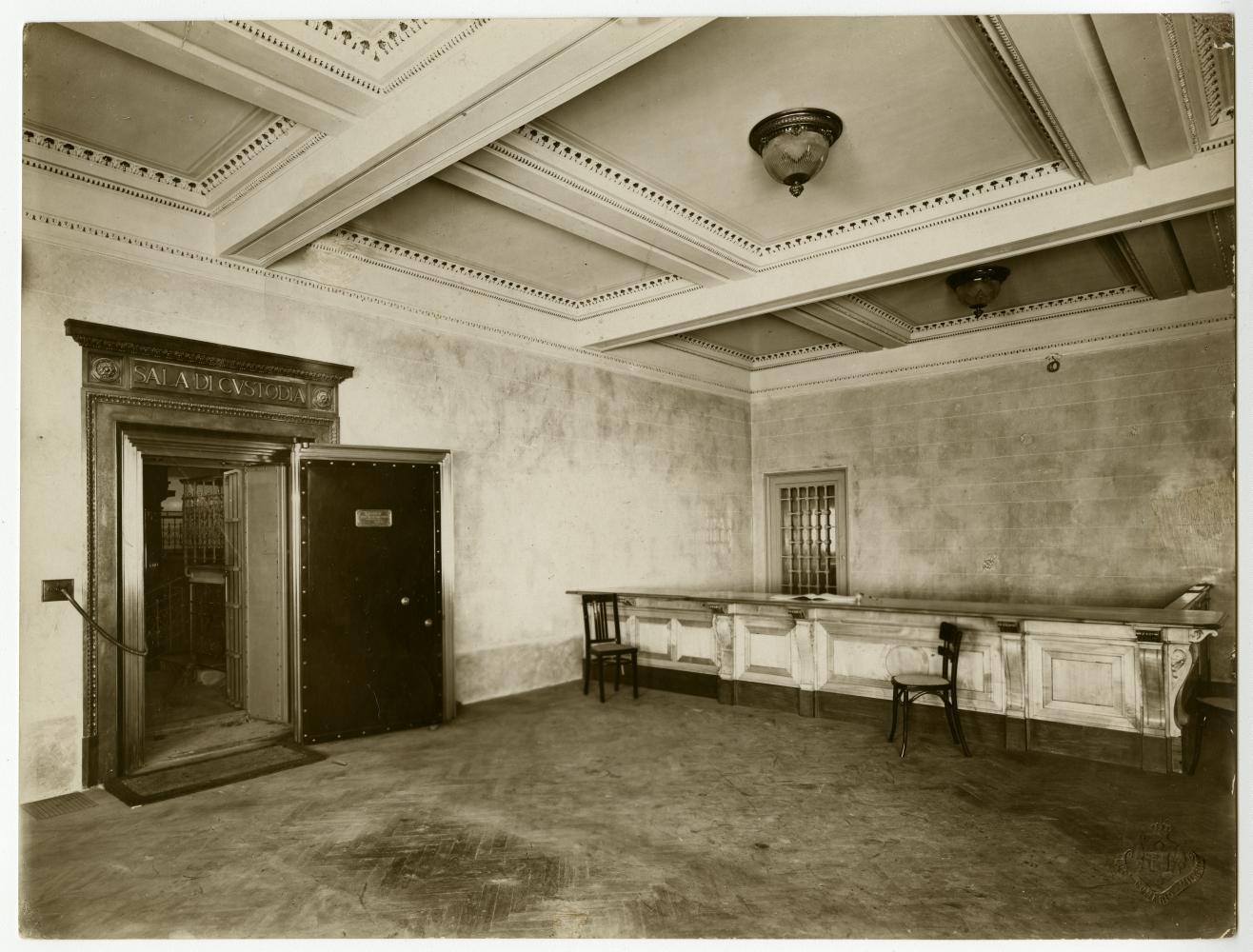 Accesso al caveau, Palazzo Comit, 1911  Fotografo Luca Comerio  Archivio storico del Gruppo Intesa Sanpaolo