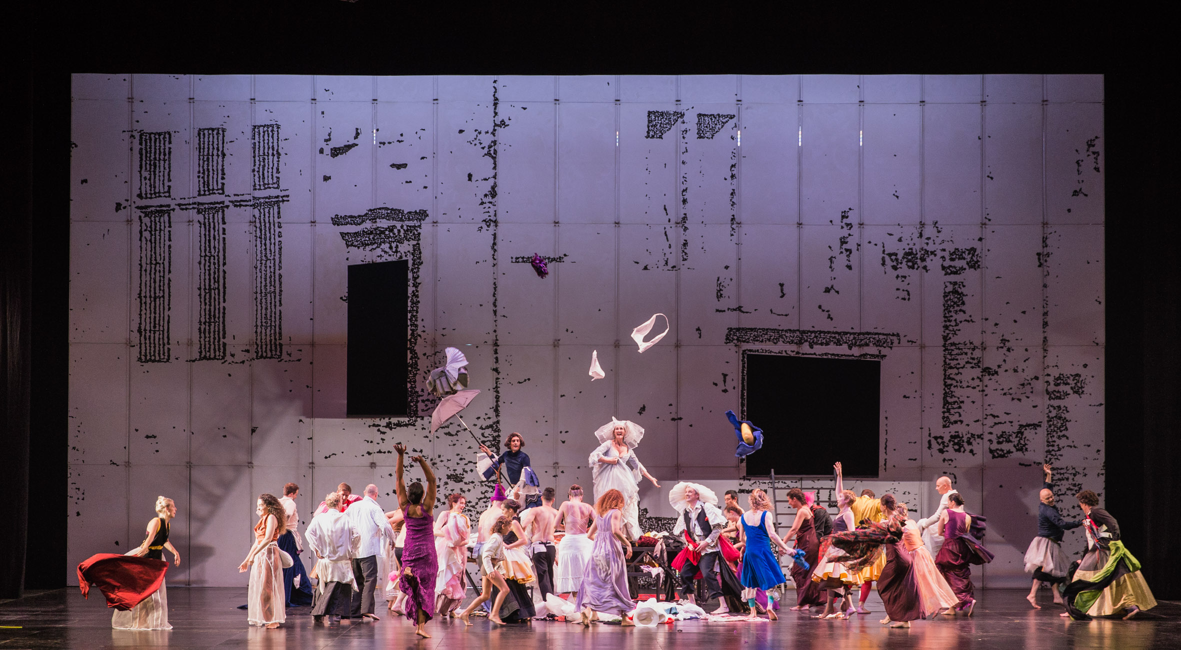 Dido&Aeneas, coreografia e regia di Sasha Waltz_Un totaleRYasuko Kageyama-Opera Roma 2015-16_9493