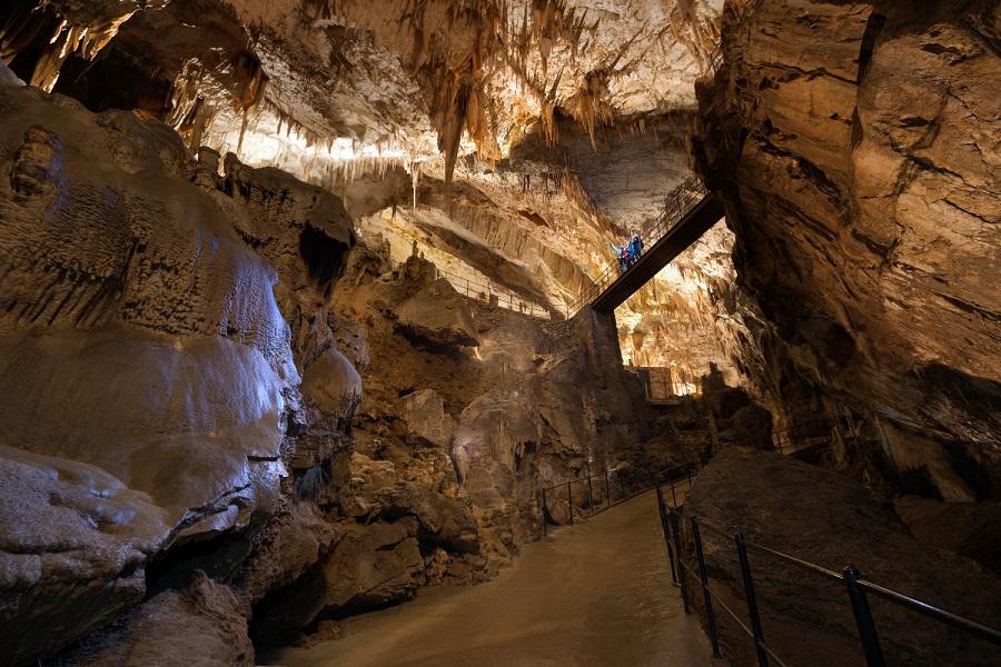 Postojna_Cave_7_Russian_Bridge_Iztok_Medja_Postojnska_jama_archive_3948_orig