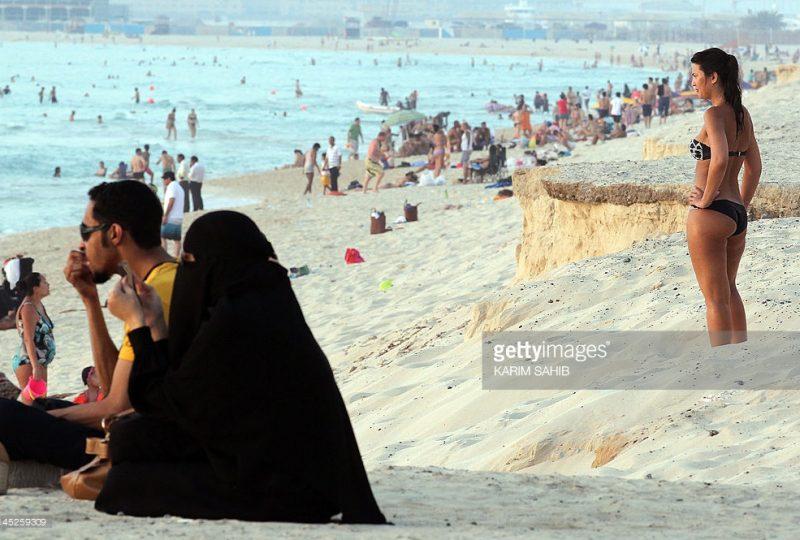dubai-burqa-bikini