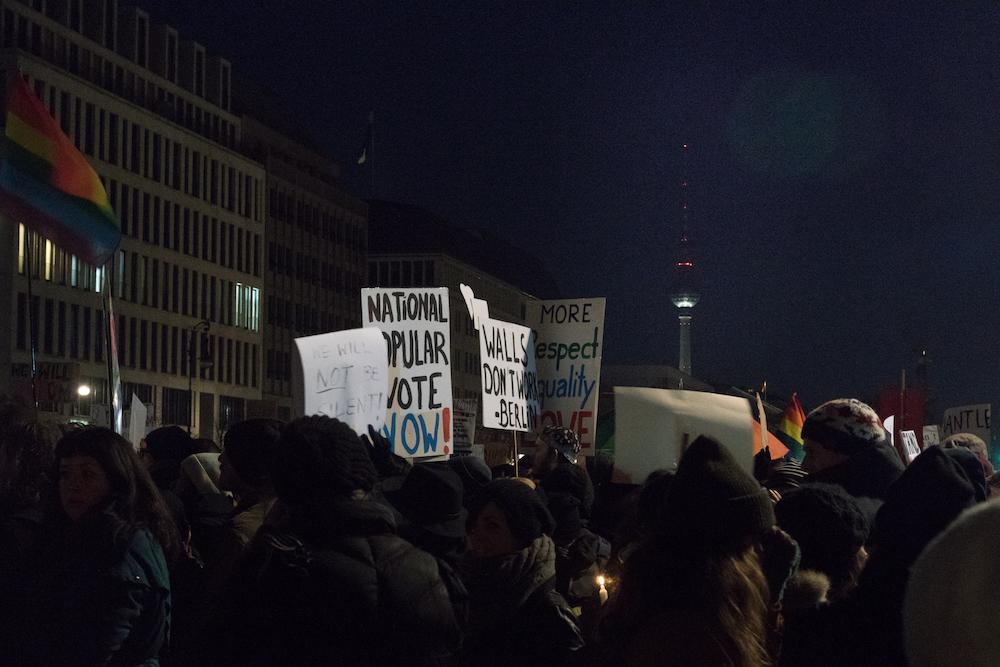 Cartelli dei manifestanti. Foto: Daniela Carducci