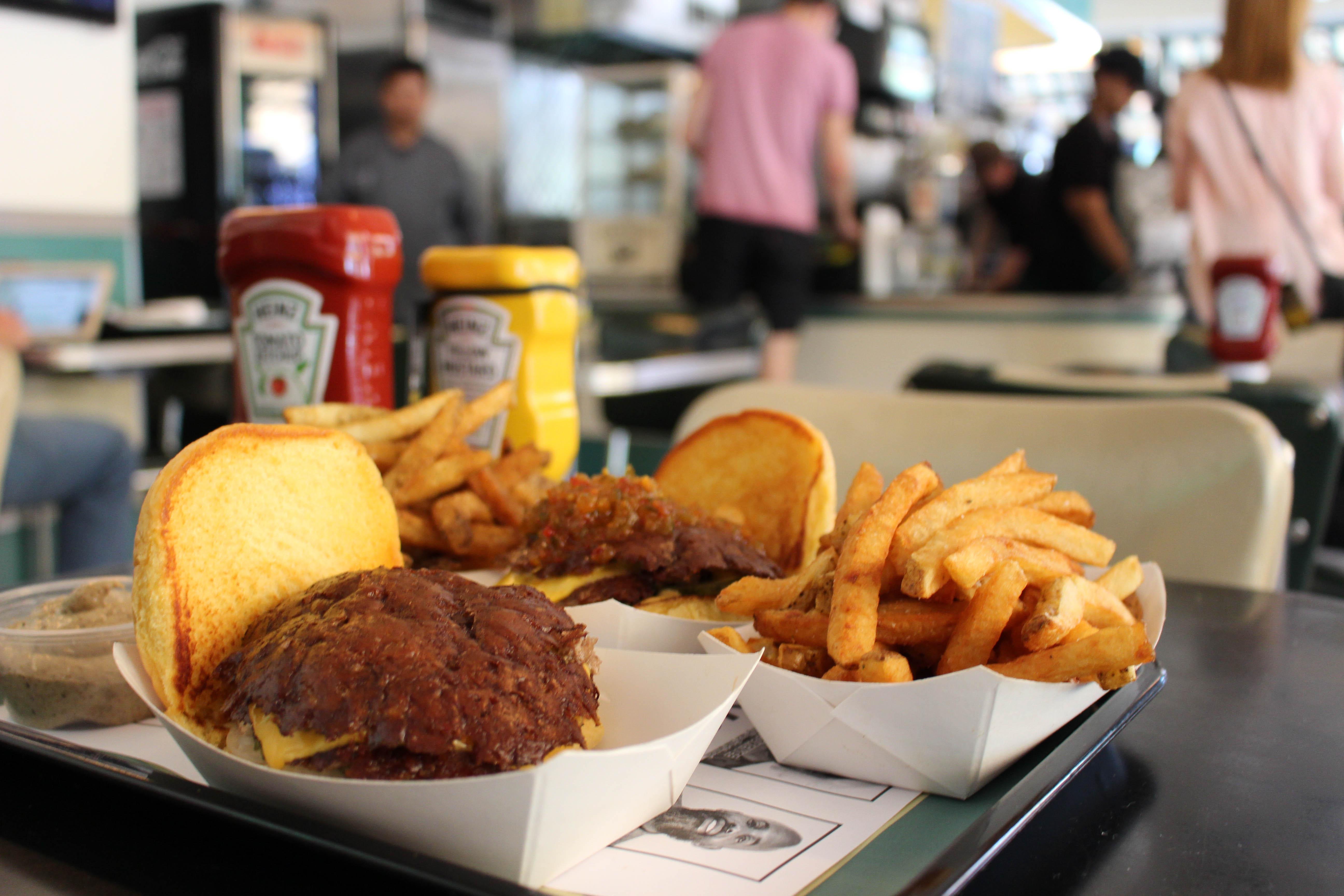 Gli hamburger del Harlem Shake. Foto di Simone Somekh (2017).