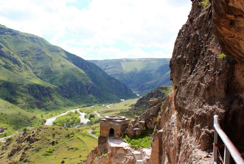 Il fiume Kura visto dal monastero di Vardzia (foto di Chris Dowling)