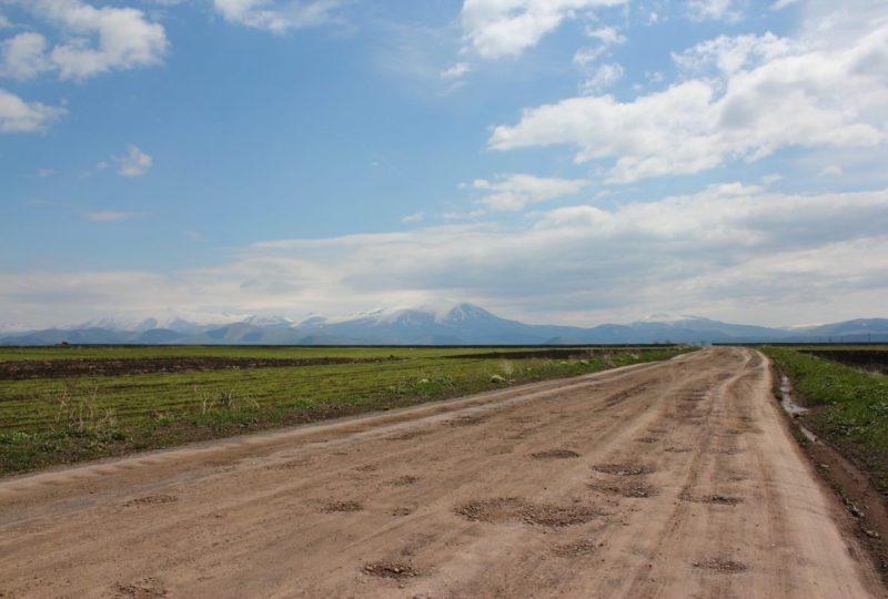 L'altopiano di Javakheti e le montagne del Caucaso Minore sullo sfondo (foto di Chris Dowling)