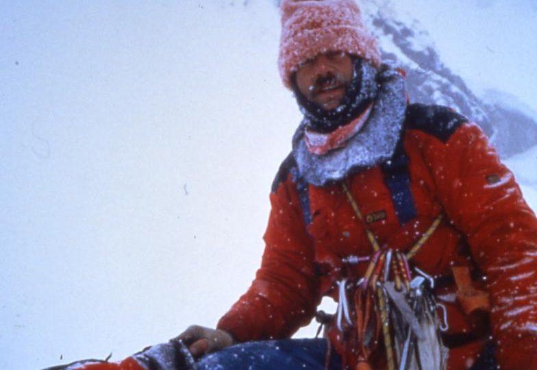 Renato Casarotto al ritorno dalla prima invernale alla Via Gervasutti sulla Est delle Grandes Jorasses (1985). Foto archivio Alberto Peruffo, Intraisass