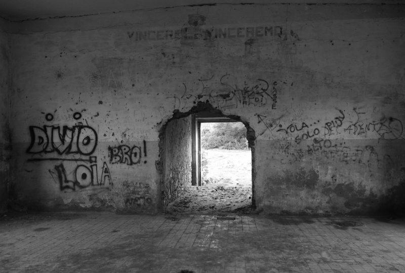 Punta Giglio ex caserma degradi